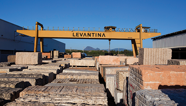 SW0912_Slideshow_Levantina01.jpg